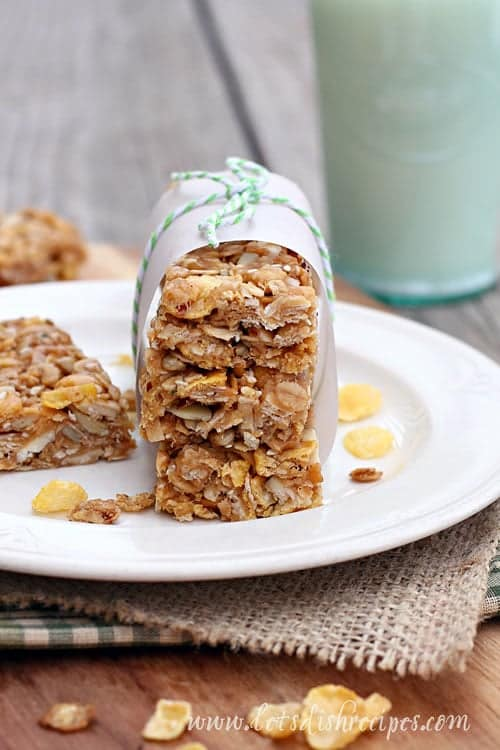 No-Bake Honey Oat Granola Bars with Post Honey Bunches of Oats | Let's Dish Recipes