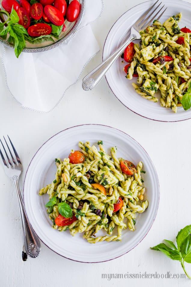 Tomato Mozzarella Basil Pasta Salad